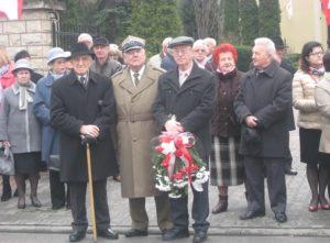 Na pierwszym planie kombatanci. Od lewej Henryk Strózik, Tadeusz Patyk, Tadeusz Szymański