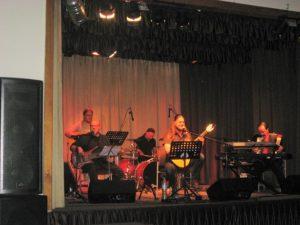 Grają: Wojciech Strzelecki - gitara basowa, Marcin Żmuda - klawisze, Piotr Lembicz - gitary, Marek Wawrzyniak - perkusja, Przemysław Lembicz - gitara, śpiew