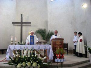 Eucharystii przewodniczy ks. prałat Marian Stochniałek