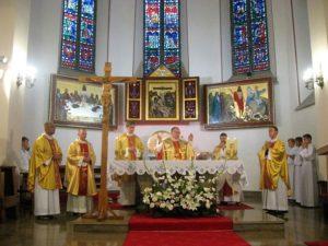 Eucharystia na rozpoczęcie pielgrzymki w kolegiacie wieluńskiej