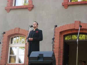 Śpiewa Sebastian Gabryś