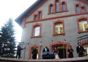 Po koncercie. Od lewej: Jan Książek, Sebastian Gabryś, Dominik Kujawa, Dominika Peszko, Ewa Kafel, Aleksander Bardasow