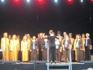 """Połączone chóry """"Clil"""" i """"Concordia"""" pod dyrekcją Magdaleny Szymańskiej"""
