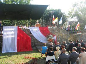 Eucharystia na odrestaurowanych fundamentach fary