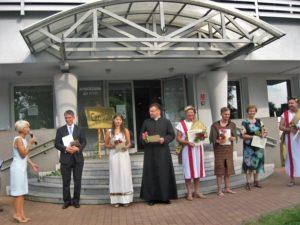 Od lewej: Iwona Podeszwa, Jakub Jurdziński, Aleksandra Juzala, ks. Piotr Kamiński, Marek Berger, Mateusz Wieczorek, Nina Pawlaczyk, Waldemar Kozera