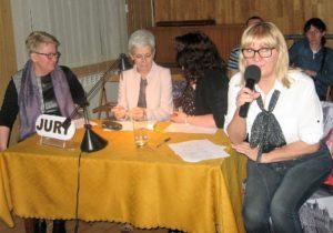 Pierwsza od prawej: członek jury w w XI Powiatowym Spotkaniu Młodych Keyboardzistów