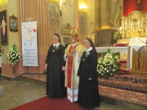 Od lewej siostra Immakulata , bp Łukasz Bazun, siostra Marietta