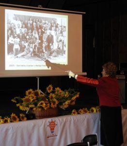 Dr Bożena Rabikowska mówi o osobach na fotografii z 1937 roku