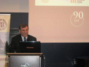 Przy mikrofonie prof. Ryszard Grygiel