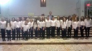Chór Powiatowego Młodzieżowego Domu Kultury i Sportu z opiekunem Jakubem Jurdzińskim