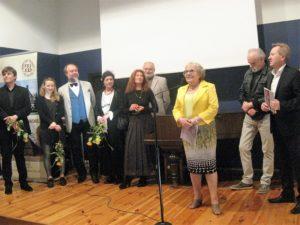 Uczestnicy Pleneru z kustoszem wystawy i dyrektorem Muzeum Ziemi Wieluńskiej