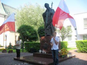 Uroczystości rocznicowe odbyły się pod pomnikiem Świętego Jana Pawła II