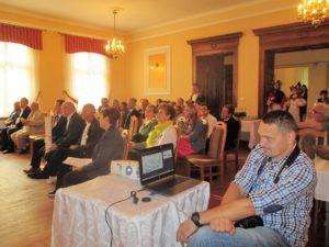 Uczestnicy otwarcia Izby Tradycji i Pamięci Wsi Mokrsko