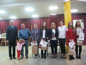 Laureaci konkursu plastycznego i jego organizatorki