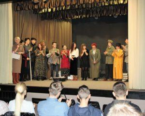 """Spektakl """"Pieszo"""" na scenie Wieluńskiego Domu Kultury"""