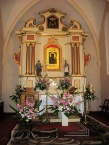 Ołtarz p.w. św. Wawrzyńca. Na zasuwie obraz Matki Bożej Częstochowskiej