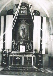 Kościół p.w. św. Wawrzyńca w Dąbrowie. Ołtarz z obrazem A.M. Szulczyńskiego